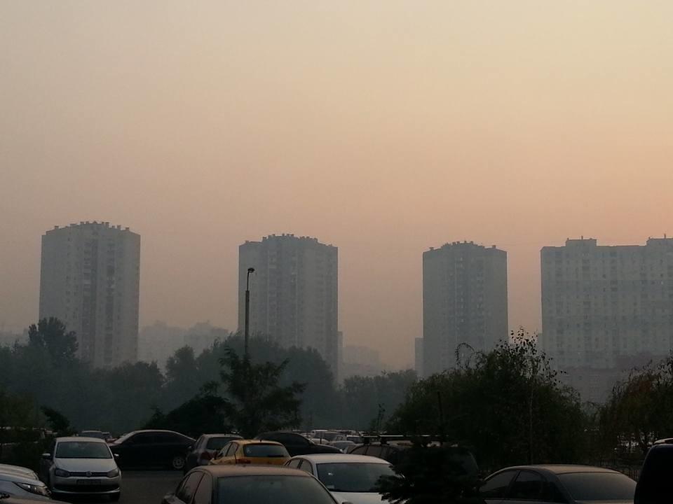 Санітарно-епідеміологічна служба в Києві зафіксувала перевищення норм кількості шкідливих речовин у повітрі подекуди до 8 разів.
