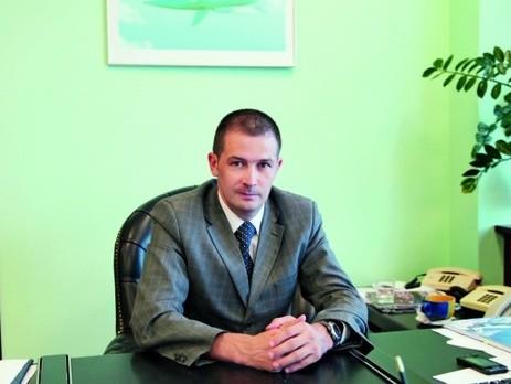 Група депутатів Верховної Ради України звернулася до прем'єр-міністра України Арсенія Яценюка з вимогою змінити на посаді голову Державної авіаційной служби Дениса Антонюка.