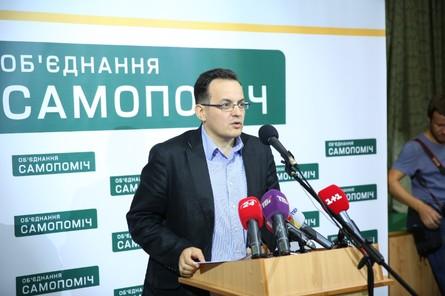 На думку співзасновника громадського руху «ЧЕСНО» Віктора Тарана, де-факто коаліції вже не існує, і не стало її саме після голосування за зміни до Конституції.