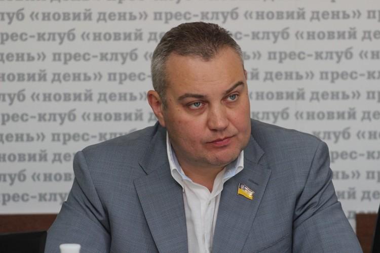 Глава Херсонської області підтримує ініціативу кримських татар з блокування постачання продовольства та інших товарів з материкової частини України до Криму.