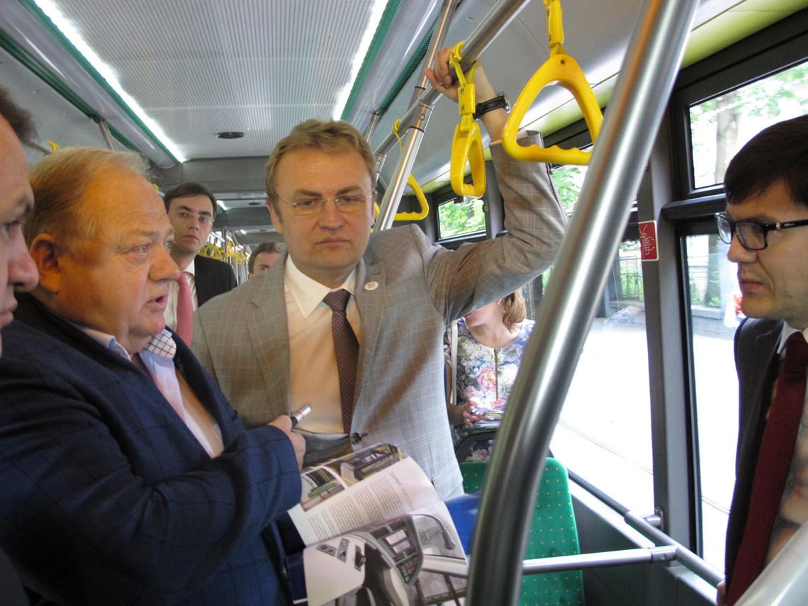 Міський голова Львова Андрій Садовий всупереч своїм обіцянкам не провів ремонтні роботи на вулиці Київській.