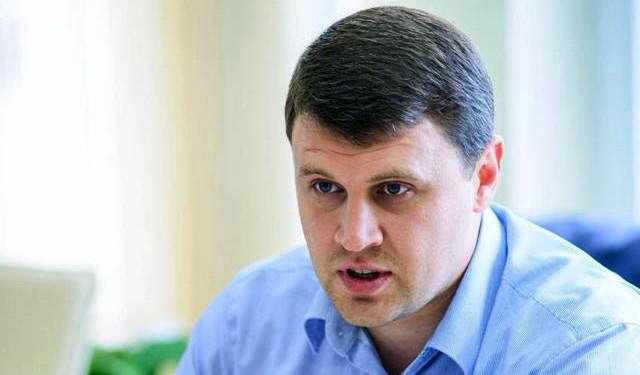 Нардеп від «Батьківщини» Вадим Івченко заявив, що фракція вимагає, щоб з нею погоджували спільну позицію та формування порядку денного, інакше вона буде наступною партією, що вийде з коаліції.