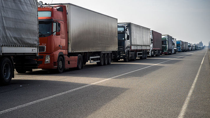 20 вересня о 12:00 на адміністративному кордоні з Кримом з боку материкової частини України розпочалася безстрокова акція з блокування фур і вантажівок.