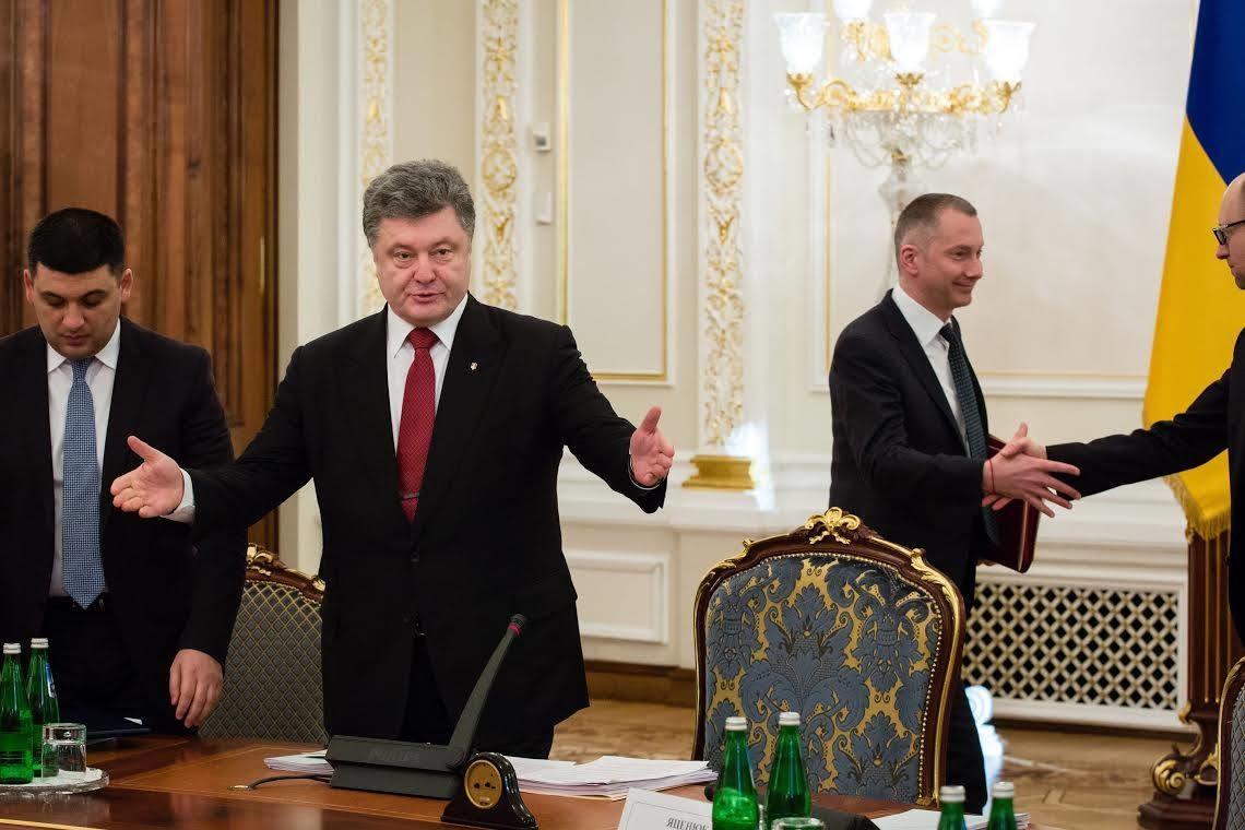 Народний депутат від фракції «Блоку Петра Порошенка» Сергій Лещенко назвав прізвища найвпливовіших людей в Україні, які входять до так званого «тіньового уряду».