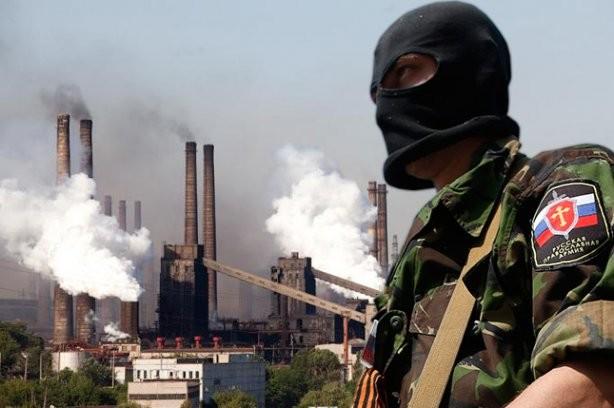 Користуючись затишшям у зоні бойових дій на Донбасі, члени незаконних збройних формувань займаються мародерством на промислових підприємствах окупованої частини Донецької та Луганської областей.