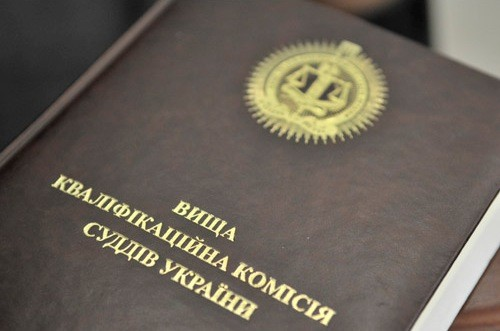 Вища кваліфікаційна комісія суддів України вже півроку перевіряє суддів Окружного адміністративного суду Києва, які відмовилися вести справу про заборону КПУ.