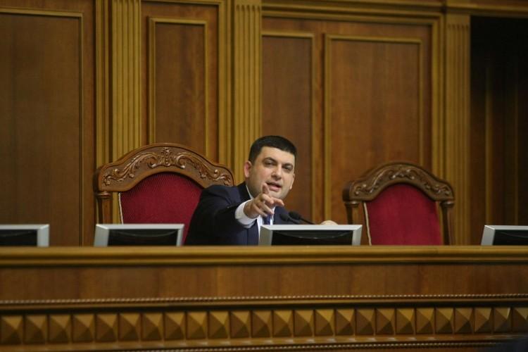 Спікер Верховної Ради Володимир Гройсман зареєстрував проект постанови про звільнення майже 200 суддів зі всіх регіонів України.