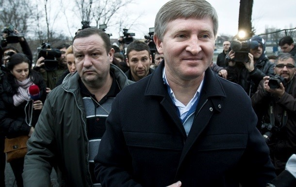 У керівництві самопроголошеної «ДНР» обговорюється питання про можливість дозволу для олігарха Ріната Ахметова відновлення роботи підконтрольних йому підприємств.