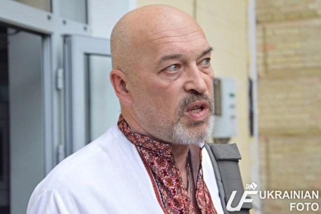 Голова Луганської обласної військово-цивільної адміністрації Георгій Тука відзначає небажання жителів деяких населених пунктів Луганської області реєструватися кандидатами в депутати місцевих рад та висуватися в глави місцевих адміністрацій.