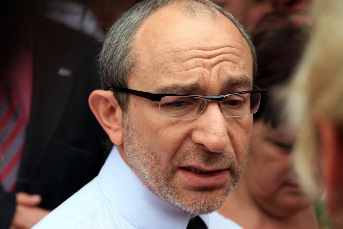 Міський голова Харкова Геннадій Кернес, а також партія «Відродження» в ході підготовки до місцевих виборів активно використовують адміністративний ресурс.