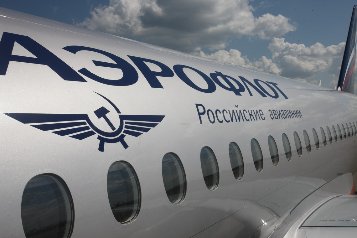 Україна ввела санкції проти Російської Федерації, які включають у себе обмеження повітряного простору для низки російських авіакомпаній, у тому числі «Аерофлоту». У відповідь, російський уряд ввів у дію «дзеркальні заходи».