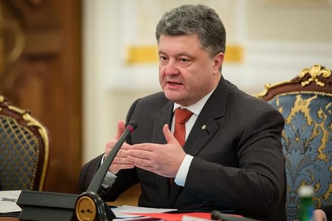 Президент Україні Петро Порошенко відповів на чергову петицію, цього разу – щодо посилення відповідальності державних службовців за хабарництво.