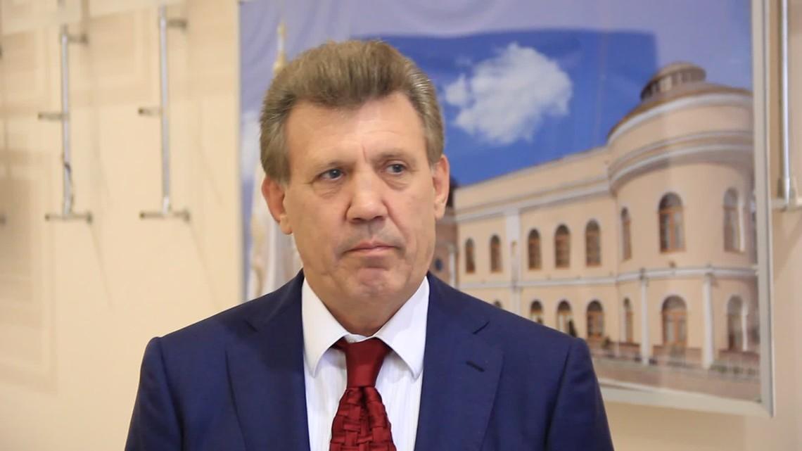 Народний депутат України Сергій Ківалов вирішив зняти свою кандидатуру з виборів мера Одеси.