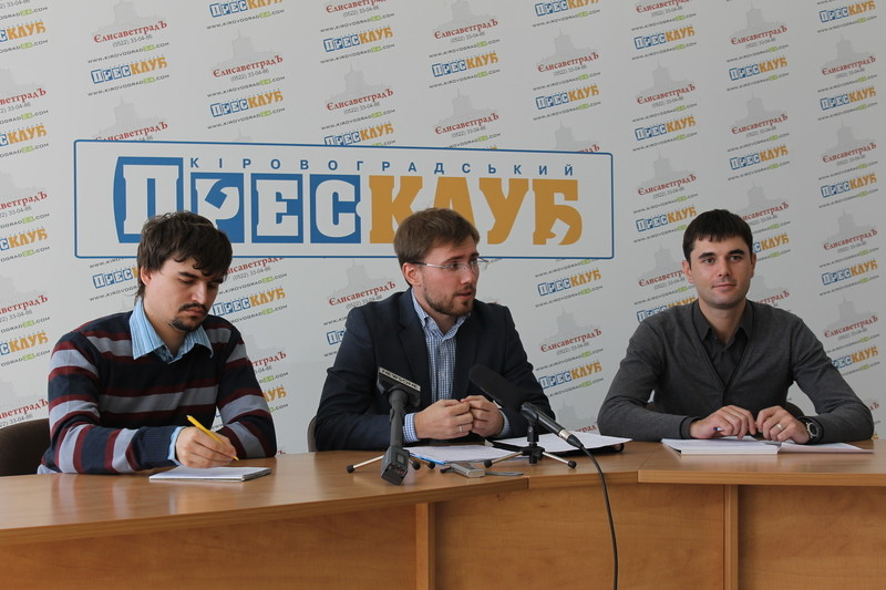 Деякі пункти передвиборчої програми кандидата в мери Кіровограда Андрія Райковича частково повторюють за своїм змістом пункти програми його суперника Андрія Табалова.