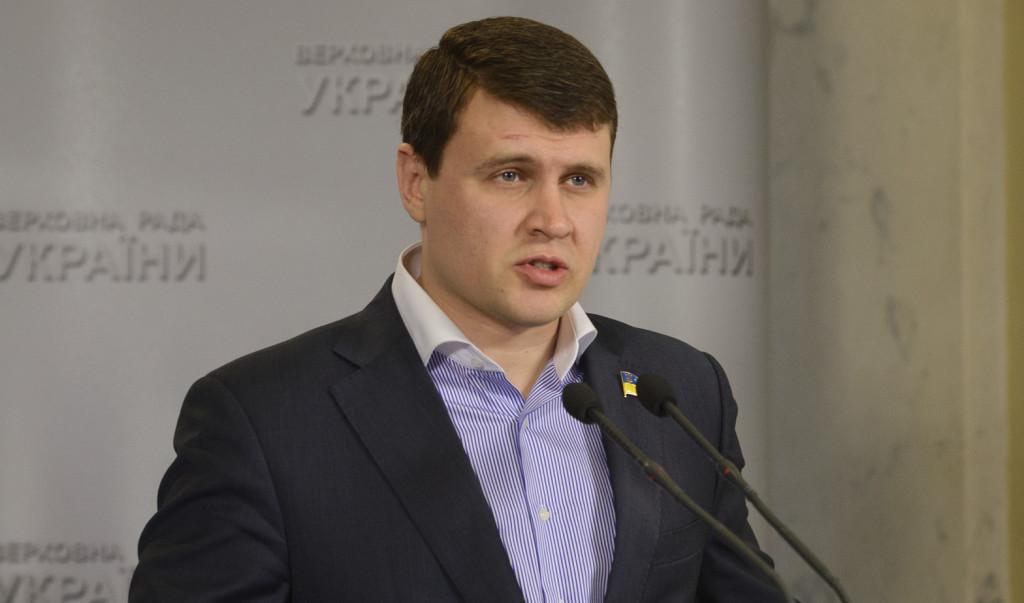 Нардеп від фракції «Батьківщини» Вадим Івченко обіцяв, що у вересні ВРУ остаточно ухвалить законопроекти про децентралізацію, а також зняття депутатської та суддівської недоторканності.