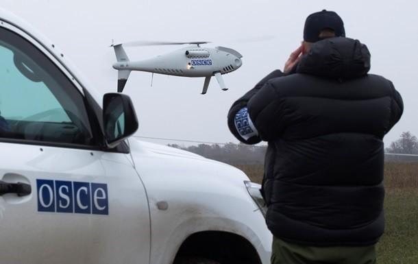 Речник СММ ОБСЄ в Україні Майкл Боцюрків заявив, що важка зброя все ще залишається на лінії розмежування.