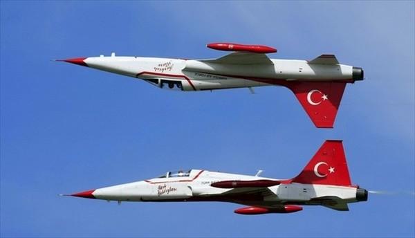 Військово-повітряні сили Туреччини повідомили про те, що вони збили неопізнаний літак поблизу кордону з Сирією.
