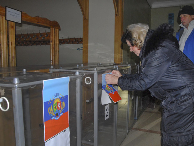 Російські «куратори» віддали вказівку ватажкам самопроголошеної «ЛНР» проводити підготовку до місцевих виборів 21 лютого 2016.