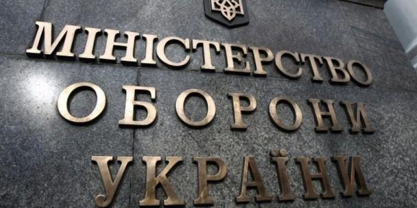 Головне управління розвідки Міноборони України заявляє, що вдень бойовики на очах у ОБСЄ відводять військову техніку, а вночі повертають її на передову.