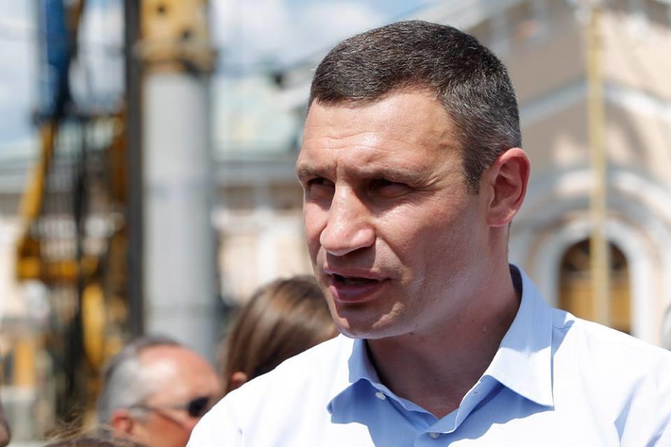 Міському голові столиці Віталію Кличку не вистачило року на виконання обіцянки щодо перетворення Андріївського узвозу на пішохідну зону.