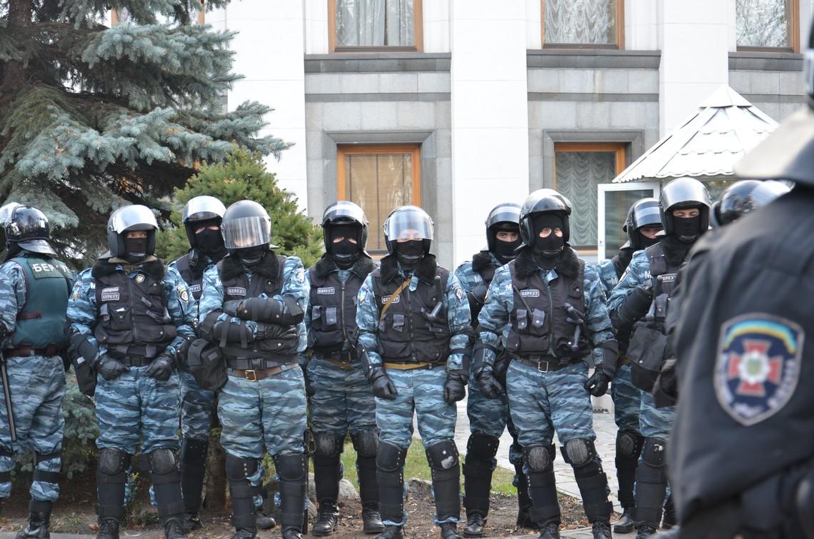 Радник міністра внутрішніх справ повідомив що командира роти «Беркута» Євгена Антонова повернули на роботу через участь в АТО.
