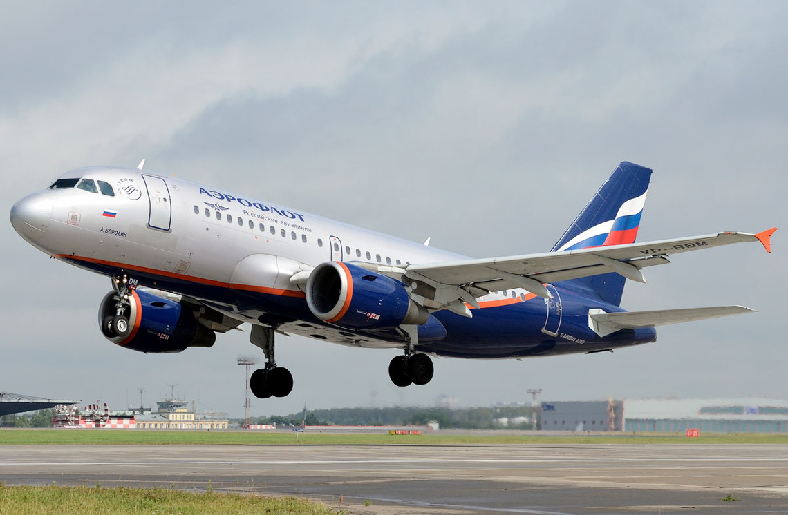 В Україні набув чинності закон, який повністю призупиняє пряме авіаційне сполучення між Україною та Російською Федерацією.