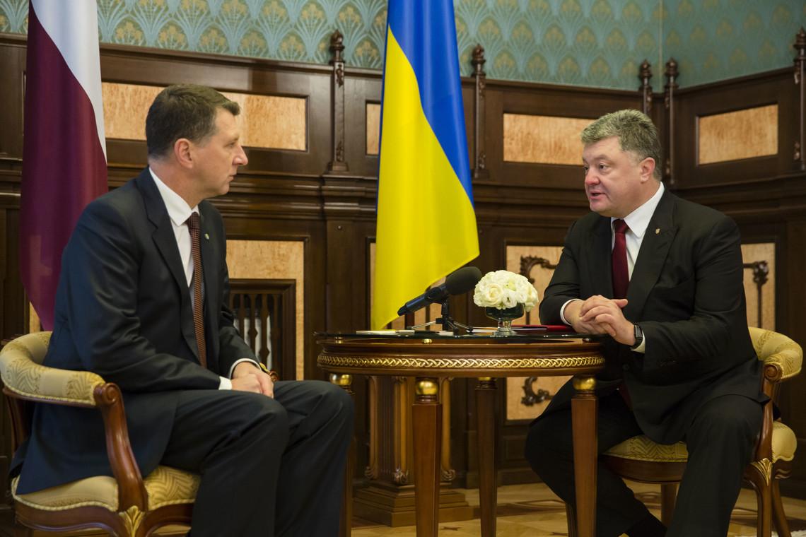 Президент Латвії Раймондс Вейоніс заявив, що Росія порушує міжнародне право, й саме тому санкції проти неї потрібно залишити в дії.