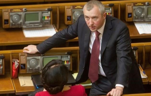 Колишній народний депутат та віце-спікер парламенту, оголошений у розшук наприкінці 2014 року, встиг після перемоги Революції Гідності вивести з України до Росії кошти в розмірі 79,12 млн грн.