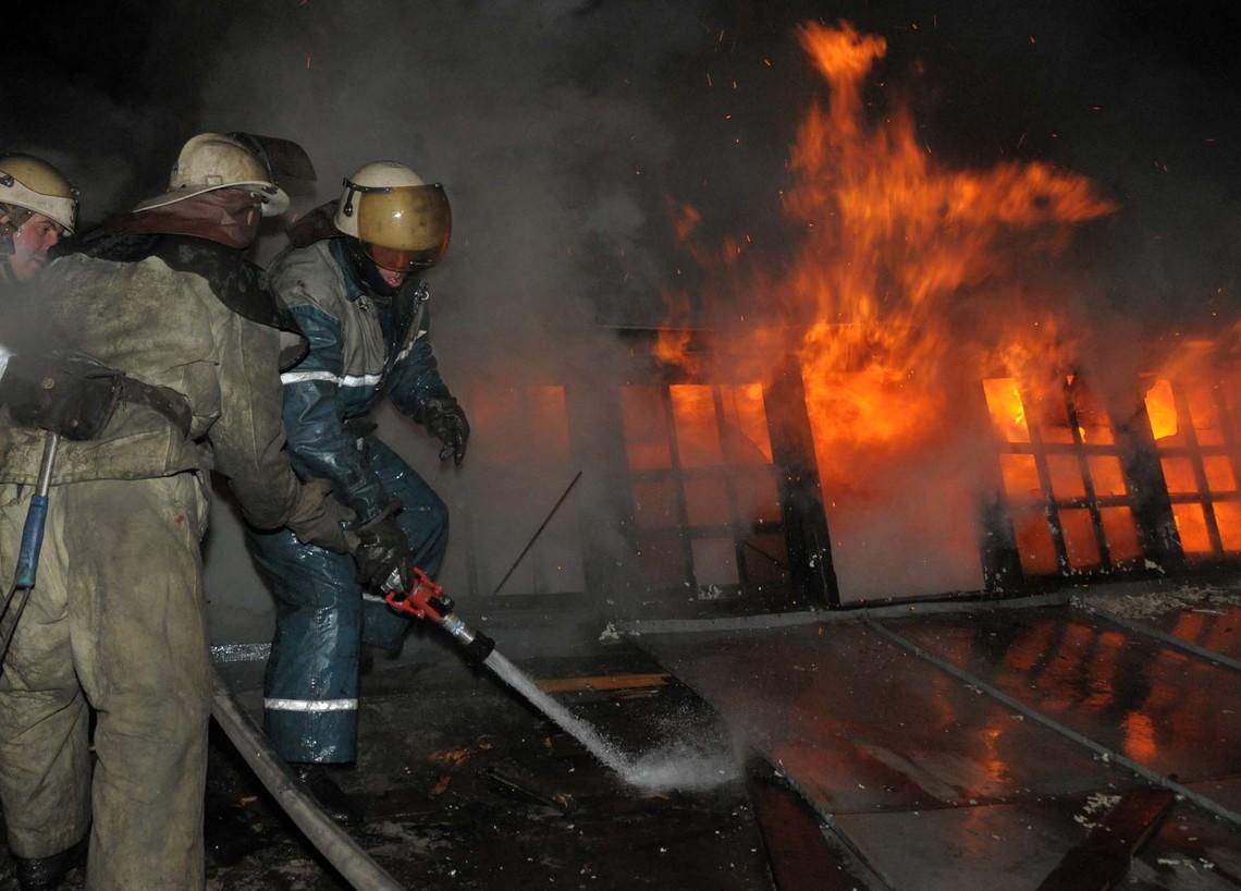 Луганська обласна військово-цивільна адміністрація повідомила про початок гасіння пожежі на арсеналі поблизу Сватового.