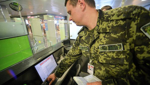 Прем'єр-міністр Арсеній Яценюк не дотримав слова щодо підключення у вересні до систем Інтерполу 49 пунктів пропускуі.