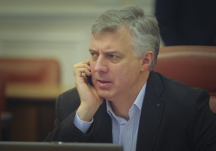 Глава уряду Арсеній Яценюк не має наміру звільняти Сергія Квіта з посади міністра освіти України.
