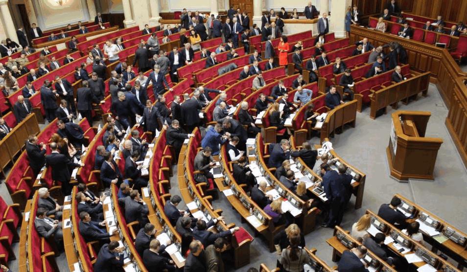 Сьогодні в парламенті важливий і відповідальний день – депутати повинні ухвалити 7 законопроектів, необхідних для лібералізації ЄС візового режиму для України.