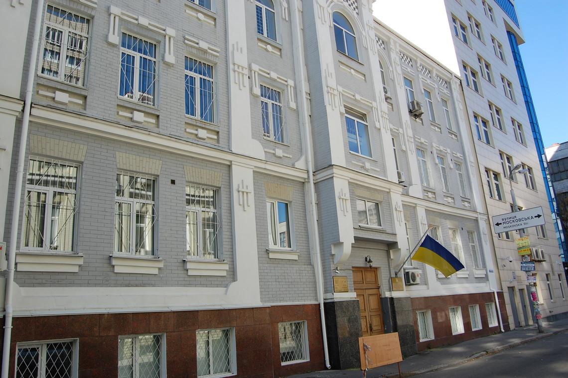 Київський Печерський районний суд наклав арешт на нерухоме та рухоме майно колишніх кримських прокурорів.
