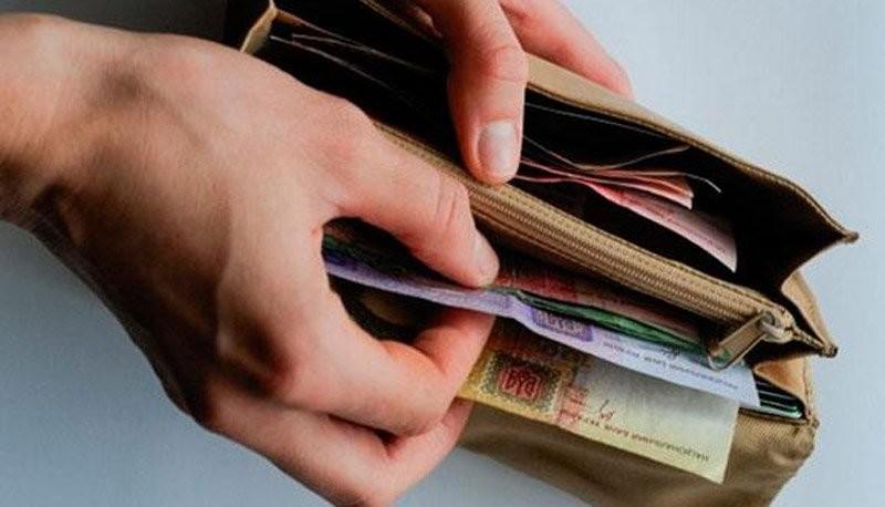Станом на початок листопада 2015 року в обігу країни перебувало готівки на загальну суму 295,7 мільярдів гривень.