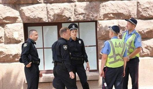 Відсьогодні такого поняття як «міліціонер» в Україні більше не існує: 7 листопада набув чинності закон «Про національну поліцію».