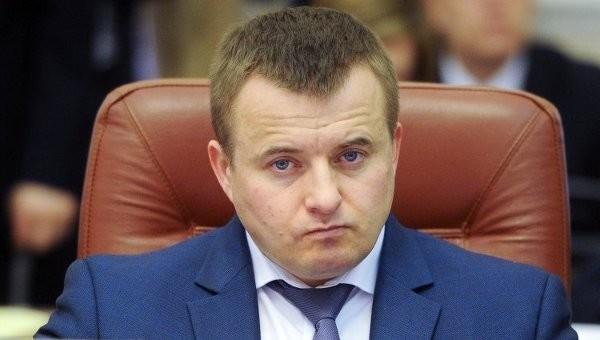 Міністр енергетики та вугільної промисловості Володимир Демчишин підготував проект закону «Про ринок електричної енергії», але внести його на розгляд ВРУ не зміг.