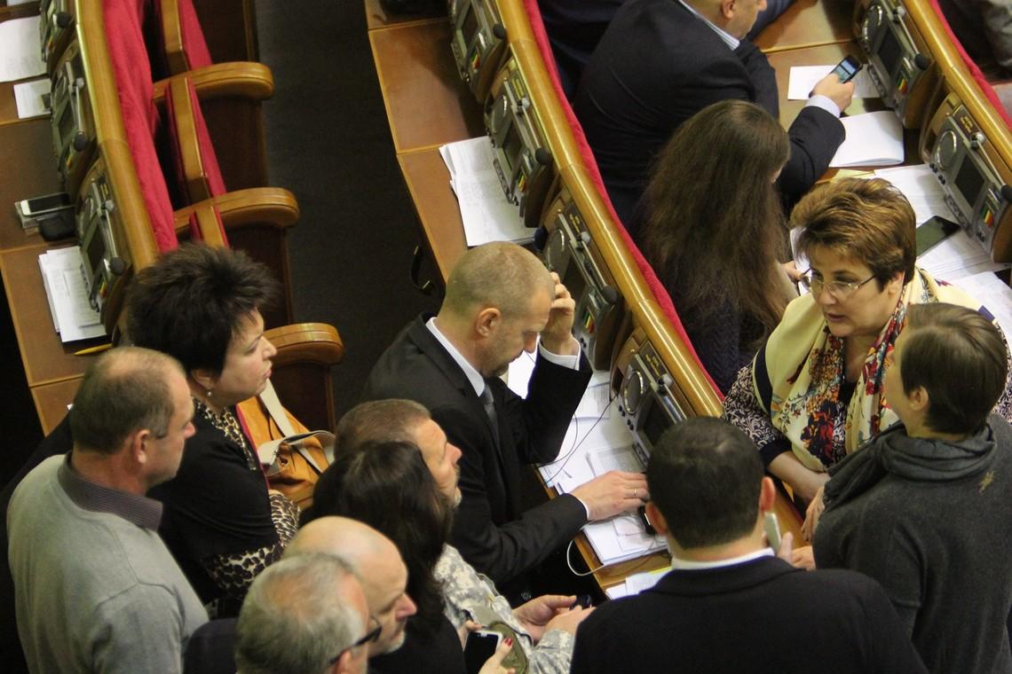 Сьогодні у Верховній Раді народні депутати повернуться до розгляду законопроектів, пов'язаних з лібералізацією візового режиму з Європейським Союзом.