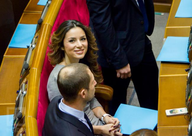 Народний депутат від фракції «Радикальної партії» Злата Огнєвіч заявила про складання депутатського мандата.