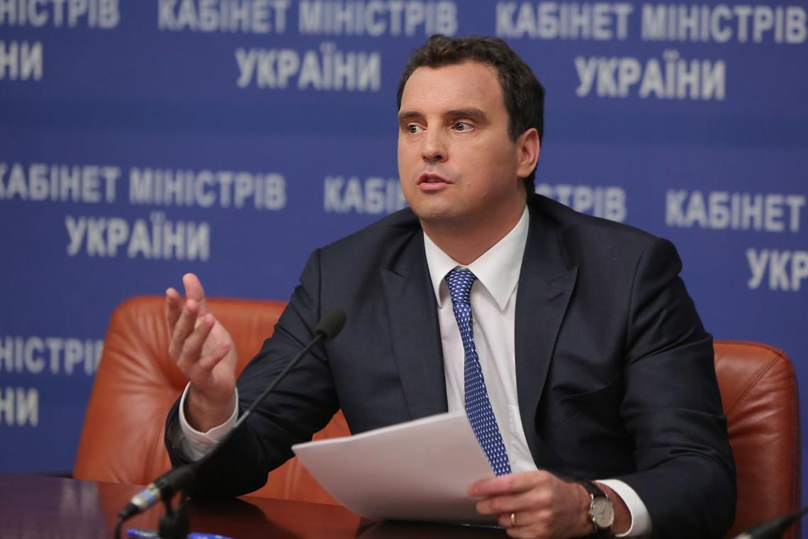 Міністр економічного розвитку і торгівлі України Айварас Абромавичус повідомив про узгодження в Кабінеті міністрів збільшення платні керівникам державних підприємств.
