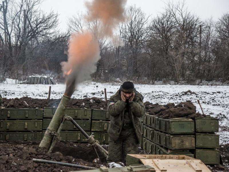 Вчора ввечері проросійські бандформування обстріляли із заборонених Мінськими домовленостями мінометів позиції українських військових неподалік від Трьохізбенки, що на Луганщині.