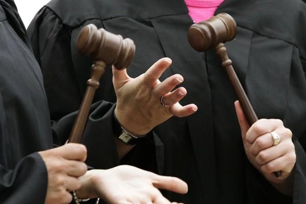 У Вищій кваліфікаційній комісії суддів кажуть, що всі необхідні кроки для проведення переатестації суддів вони зробили.