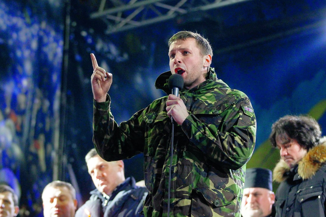 Після чергової бійки за участю нардепа Володимира Парасюка в «БПП» подумали про зняття з парламентарів недоторканності за подібні дії.