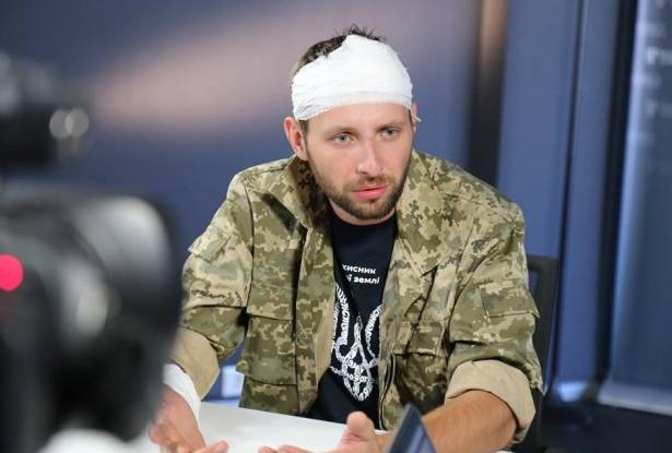 Сьогодні нардеп Володимир Парасюк вдарив ногою по голові керівника управління «К» СБУ. Колеги Парасюка, журналісти, блогери та звичайні українці в соцмережах прокоментували витівку нардепа- розбишаки.