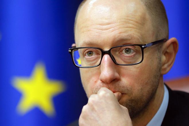 Прем'єр-міністр України Арсеній Яценюк повідомив, що прийме будь-яке рішення парламенту, але в разі його відставки «НФ» не залишиться в коаліції.