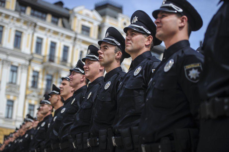 Вчора в соціальних мережах розгорівся скандал навколо одного з київських поліцейських, Олексія Савкіна, який під час Революції Гідності закликав розігнати протестуючих на Євромайдані.