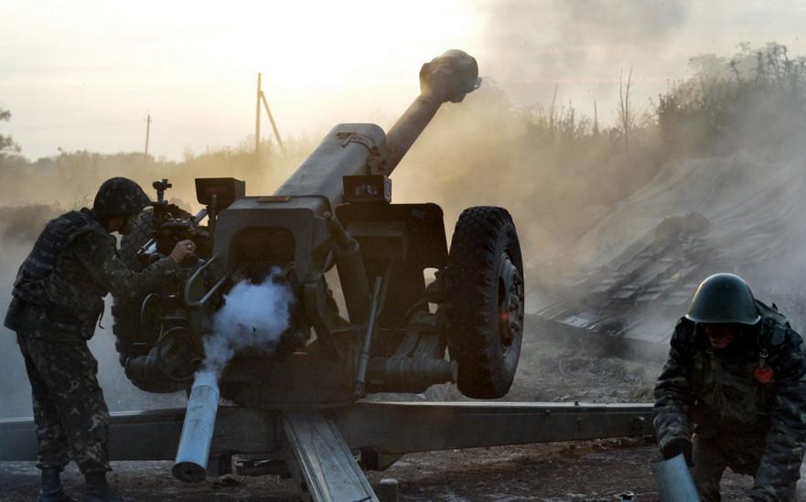 Представник Генштабу Владислав Селезньов заявив, що сили АТО готові повернути на лінію зіткнення озброєння калібром більше 100 мм.