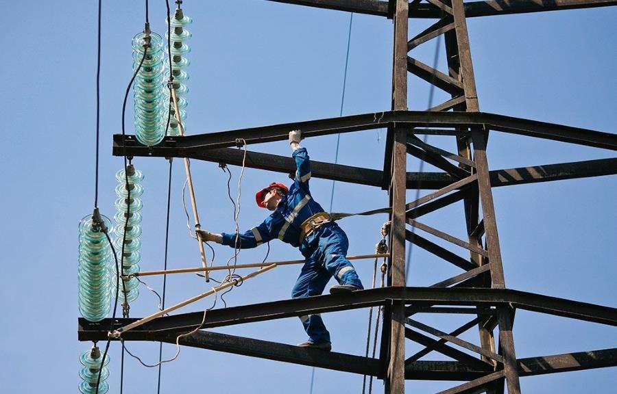Електропостачання буде відновлено після того, як ремонтні бригади завершать відновлювальні роботи.