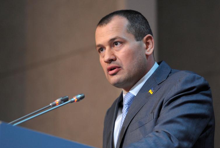 Народний депутат від «Блоку Петра Порошенка» Артур Палатний закликає уряд відмовитися від ідеї ліквідувати Міністерство молоді та спорту України.