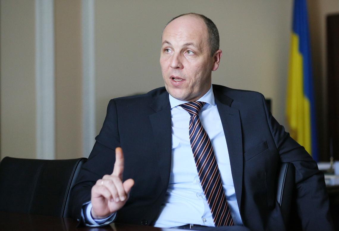Заступник голови ВРУ Андрій Парубій заявив, що 21 листопада сплив термін, відведений місцевим радам на виконання закону про декомунізацію.