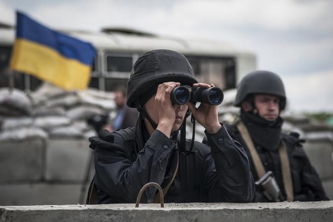 Ситуація в зоні АТО залишається напруженою, терористи продовжують вести провокаційний вогонь по всіх напрямах.